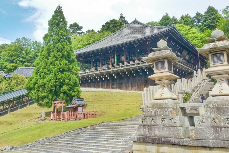 Best places to visit in Nara in one day itinerary: Sangatsudo temple and Nigatsudo temple. Backpacking Japan