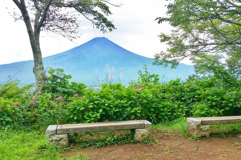 Best things to do in Kawaguchiko in one day itinerary. Mount Tenjo hike with Mt Fuji views. Backpacking Japan