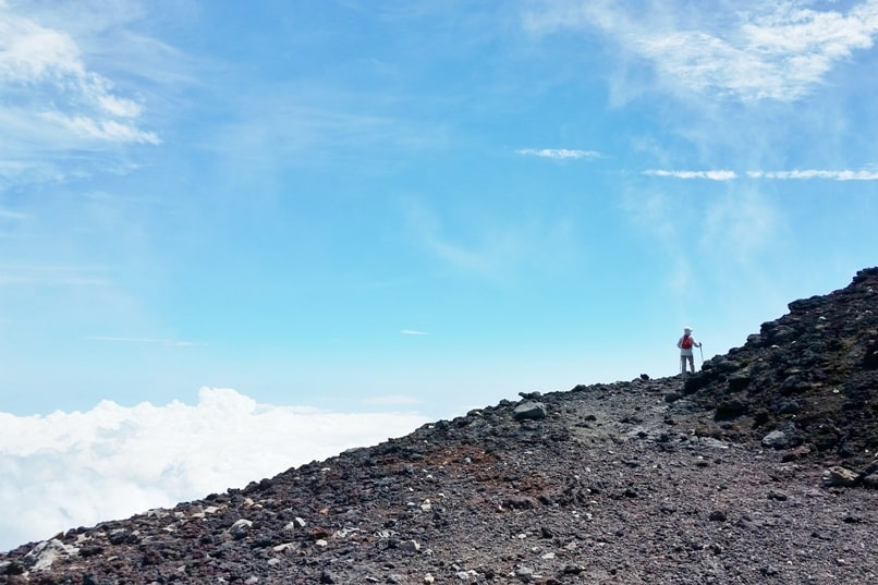 How much does it cost to climb Mount Fuji? Best craters hikes in Japan. Hiking trails. Backpacking Japan.