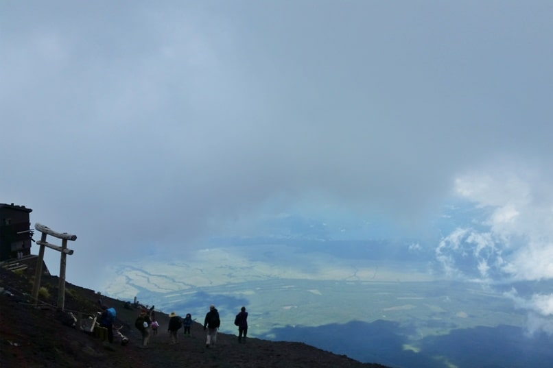 How much does it cost to climb Mount Fuji? Yoshida Trail descent with bad mountain weather. Backpacking Japan