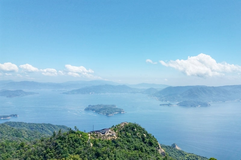 Hiroshima to Miyajima with JR pass: Best things to do in Miyajima for one day trip. Mount Misen hike summit. Backpacking Japan.