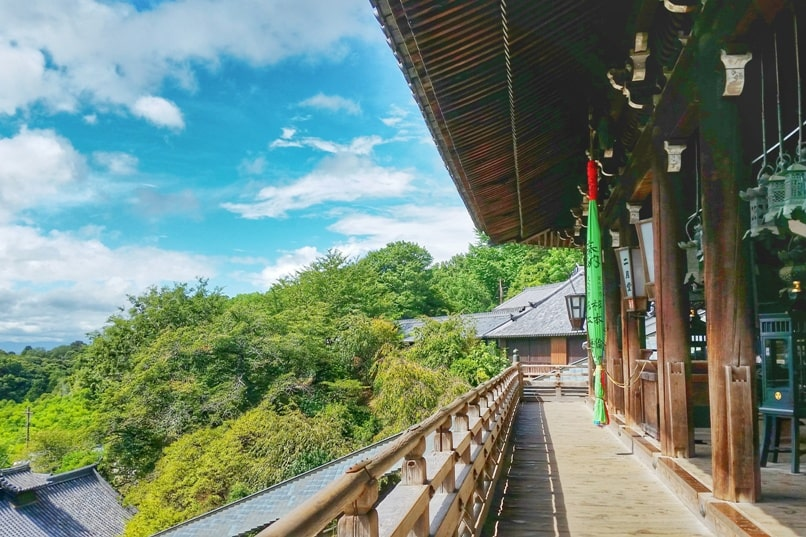 Kyoto to Nara train with JR pass. One day trip to Nara from Kyoto. Best things to do: Sangatsudo temple. Backpacking Japan