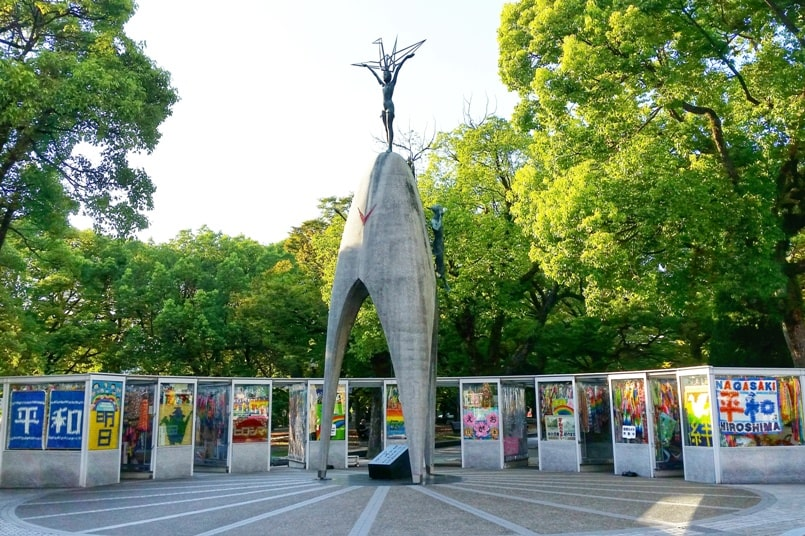 Osaka to Hiroshima shinkansen bullet train with JR pass. Best things to do in Hiroshima peace park: Children's peace monument memorial. Backpacking Japan.