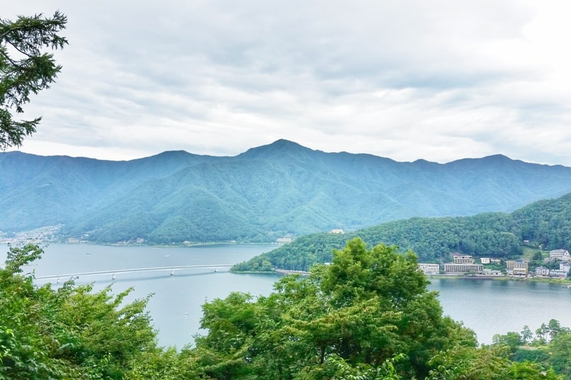 Things to do in Kawaguchiko in one day itinerary. Mount Tenjo hike with Lake Kawaguchi views. Backpacking Japan