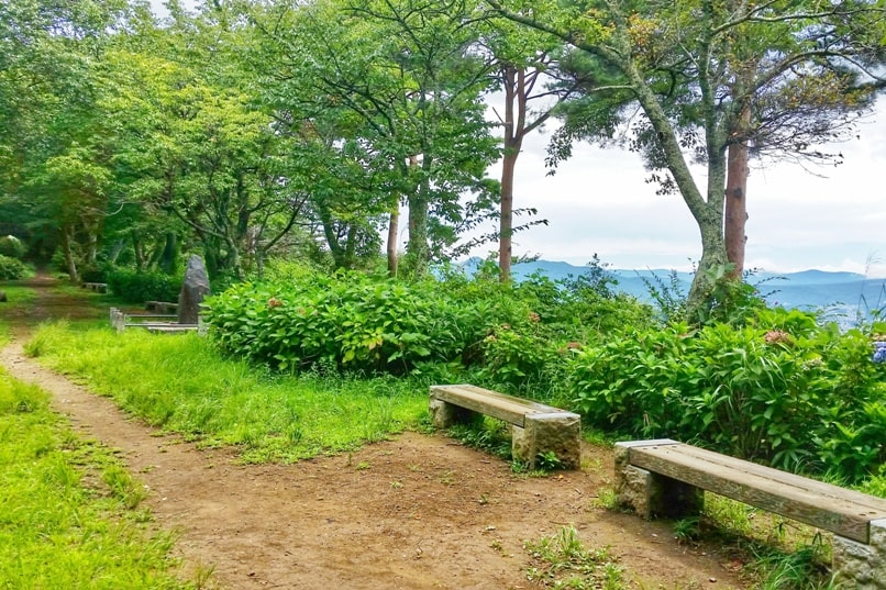 Things to do in Kawaguchiko in one day itinerary. Mount Tenjo hike hiking trail. Backpacking Japan