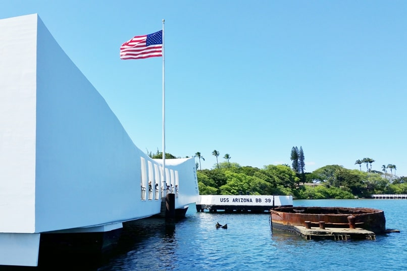 Visit Hiroshima peace memorial park. Things to know about Pearl Harbor Hawaii. USS Arizona memorial. Backpacking Japan.