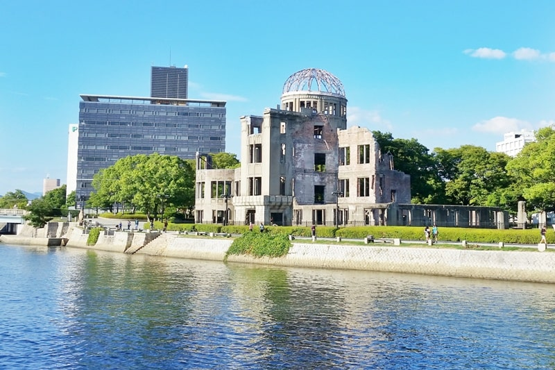 Things to do in Hiroshima peace memorial park visit. Atomic bomb dome Hiroshima peace memorial: UNESCO world heritage site. Backpacking Japan.