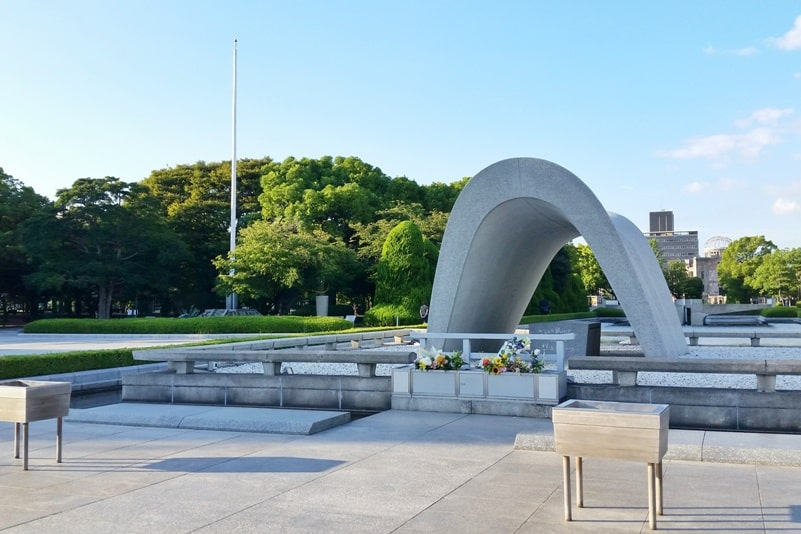Things to do in Hiroshima peace memorial park visit. Cenotaph for atomic bomb victims. Backpacking Japan.