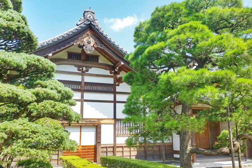 Best UNESCO world heritage sites to visit in Kyoto. Ryoanji Temple. Ginkakuji Temple. Backpacking Japan