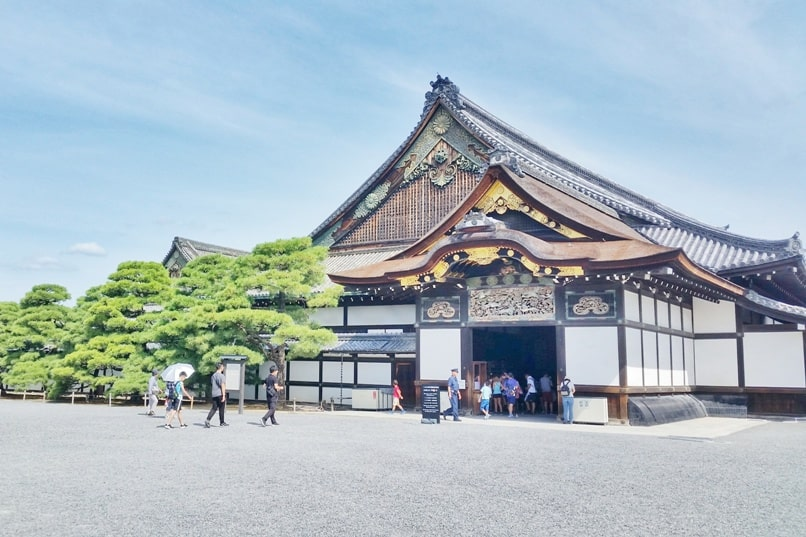 Best UNESCO world heritage sites to visit in Kyoto. Nijo Castle. Backpacking Japan