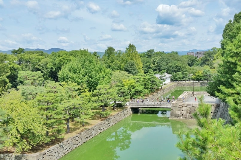 Best UNESCO world heritage sites to visit in Kyoto. Nijo Castle moat. Japanese landscape. Backpacking Japan