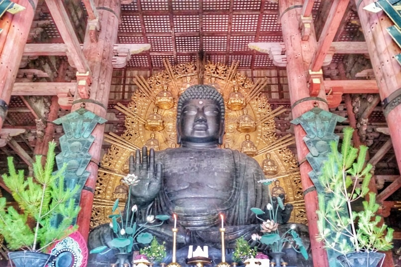 Best UNESCO world heritage sites to visit in Nara. Great Buddha hall at Todaiji temple. Backpacking Japan