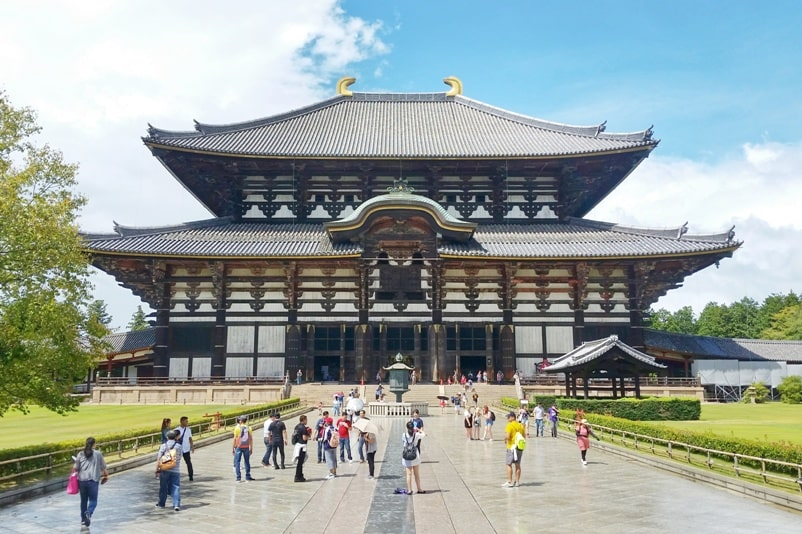 Best UNESCO world heritage sites to visit in Nara. Todaiji Temple. Backpacking Japan