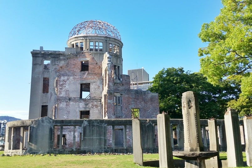 Kyoto to Hiroshima shinkansen bullet train with JR pass. Best things to do in Hiroshima peace park: Atomic bomb dome memorial. Backpacking Japan.