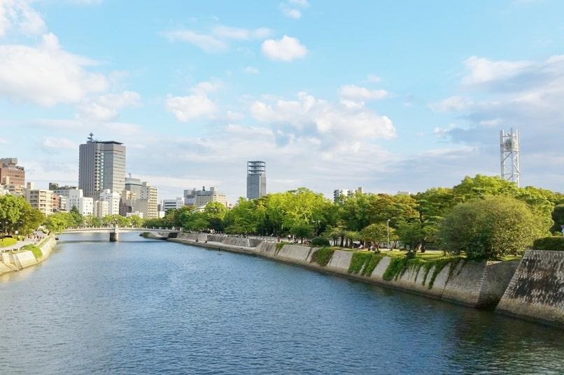 Kyoto to Hiroshima shinkansen bullet train with JR pass. Best things to do in Hiroshima. Backpacking Japan.