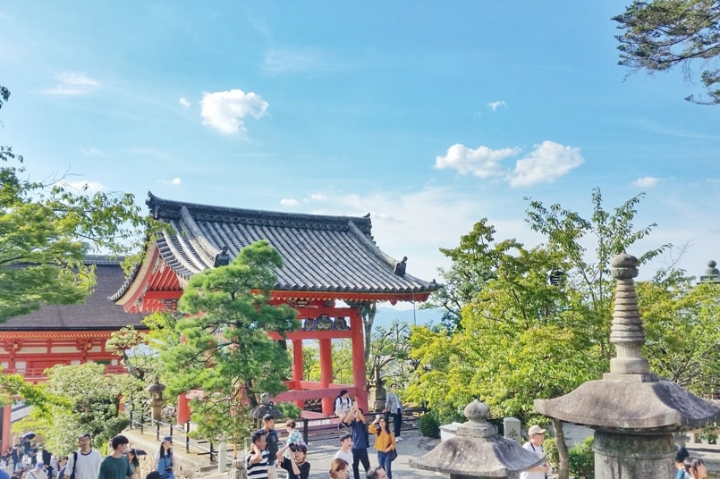 Gion to Kiyomizu-dera walk: Kiyomizu-dera Temple. Or Kiyomizu-dera to Gion. Kyoto. Backpacking Japan travel