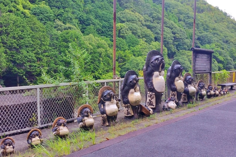 Hozukyo torokko station tanuki. One day in Arashiyama and Sagano. Backpacking Kyoto Japan