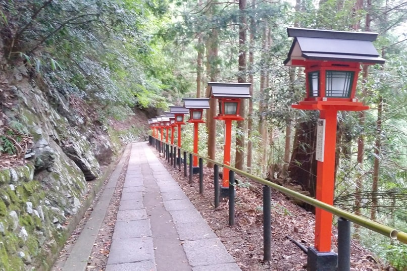 Kurama to Kibune hike, Kyoto: Walk to Kurama-dera Temple. Backpacking Japan