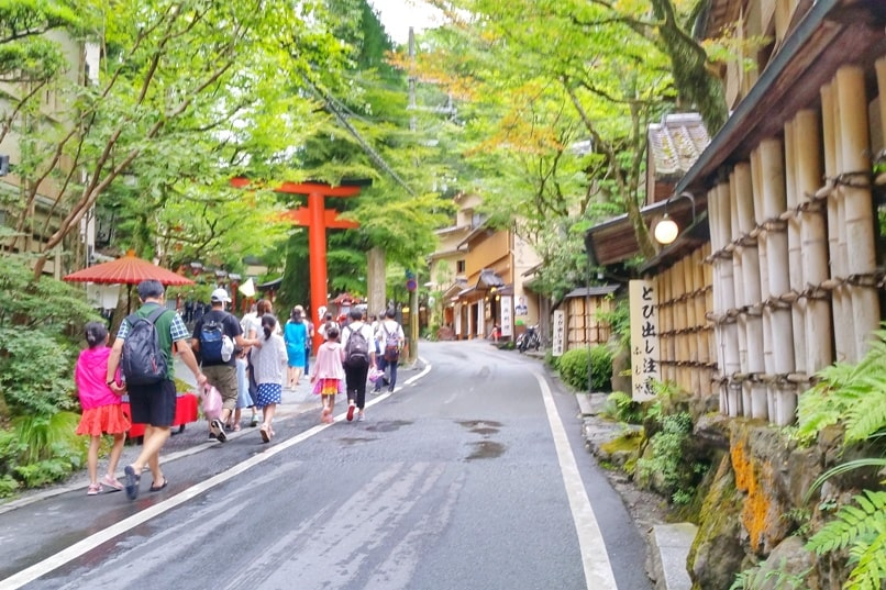 Kurama Kibune Ohara: Kurama to Kibune hike street to Kifune shrine. Backpacking Kyoto Japan