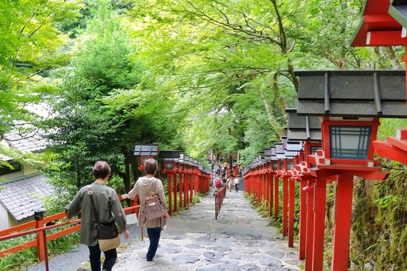 Kurama to Kibune hike, Kyoto: kifune-jinja shrine. Backpacking Japan