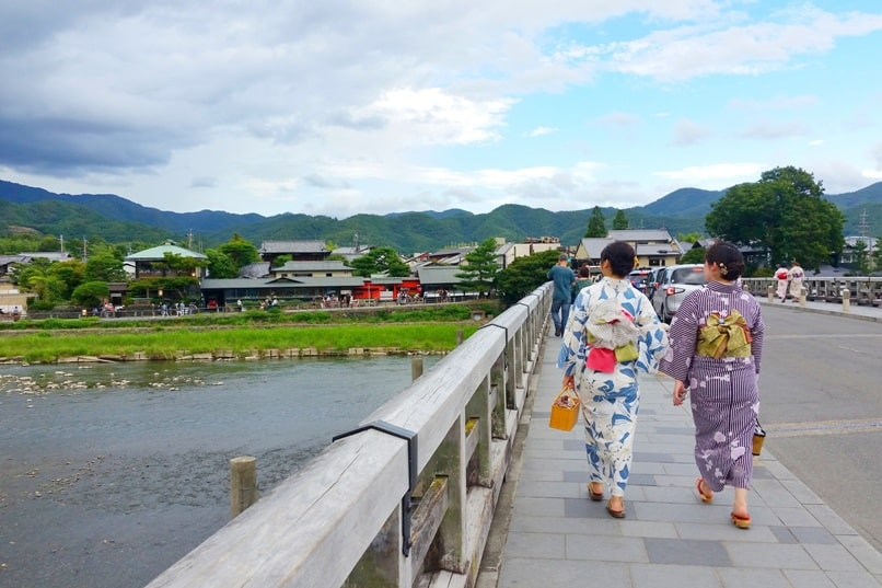 Kyoto station to Arashiyama Togetsukyo bridge. One day in Arashiyama Sagano. Backpacking Kyoto Japan