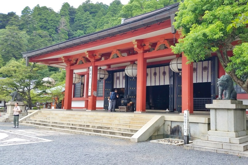 Kyoto station to Kurama-dera temple. Best things to do in Kurama as day trip from Kyoto. Backpacking Japan