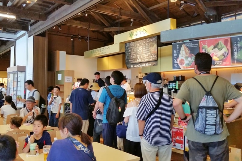 Visit to Nijo Castle. Cafe, places to eat near Nijo Castle. Backpacking Kyoto Japan