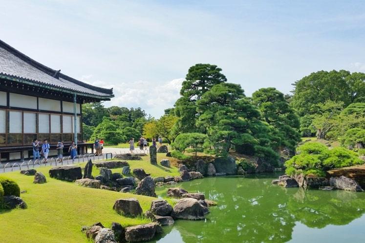 Visit to Nijo Castle. Ninomaru Garden - japanese gardens. Backpacking Kyoto Japan