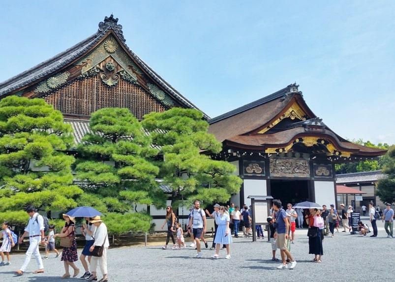 Visit to Nijo Castle. Ninomaru-goten palace. Backpacking Kyoto Japan