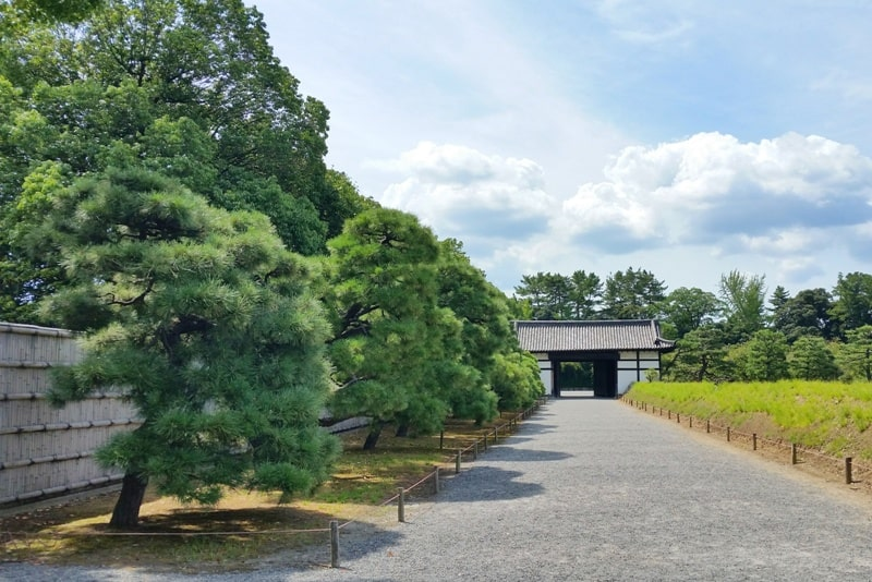 Visit to Nijo Castle. How much time to walk around Nijo Castle. Backpacking Kyoto Japan