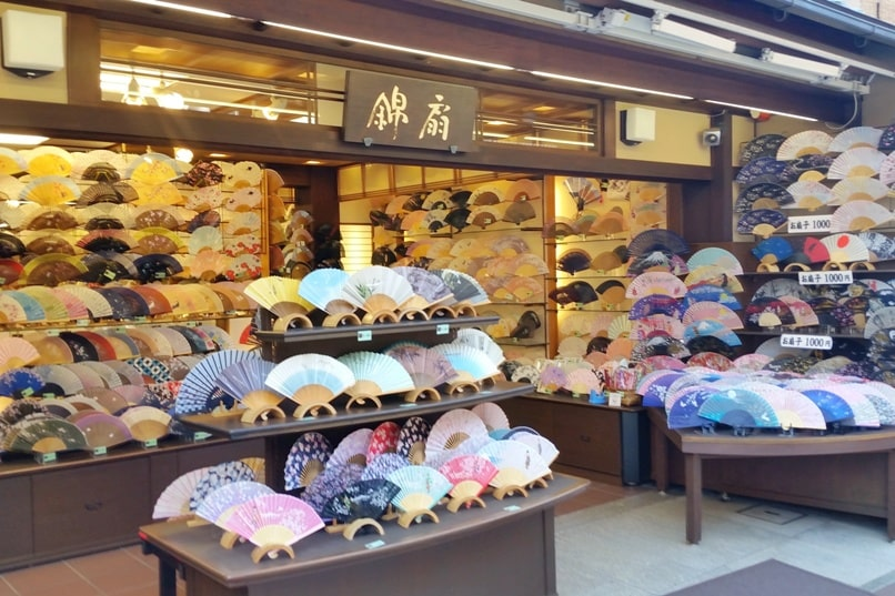Ninenzaka and Sannenzaka, Kyoto. Where to buy best Japan souvenir shops on streets of Kyoto. Backpacking Kyoto Japan