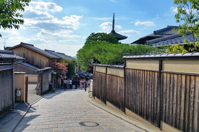 Ninenzaka and Sannenzaka, Kyoto. Culture walk on streets of Kyoto. Backpacking Kyoto Japan