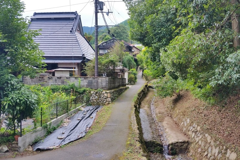 Ohara. Village culture walk to Sanzen-in temple. Day trip from Kyoto. Backpacking Japan