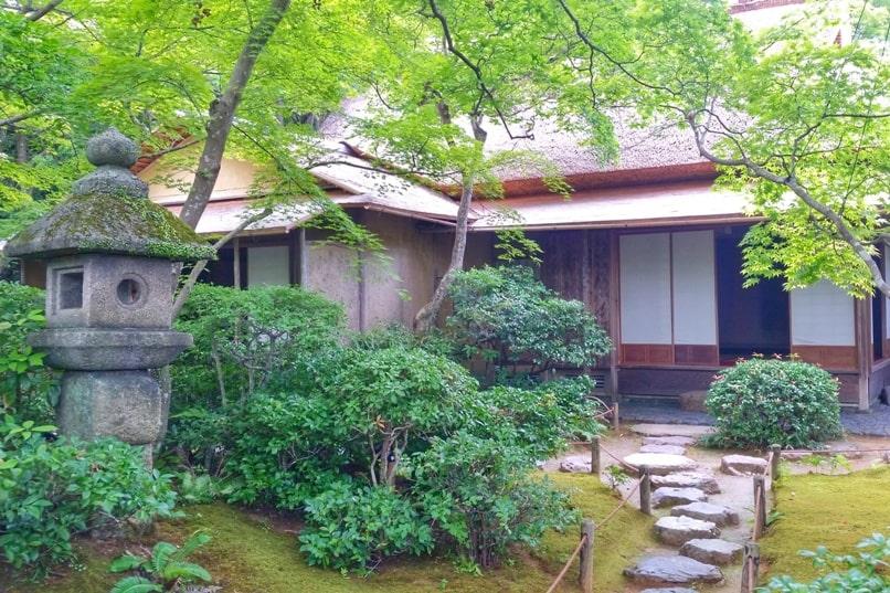 Okochi sanso villa gardens walking nature trail through Japanese gardens in Kyoto. One day in Arashiyama Sagano. Backpacking Kyoto Japan
