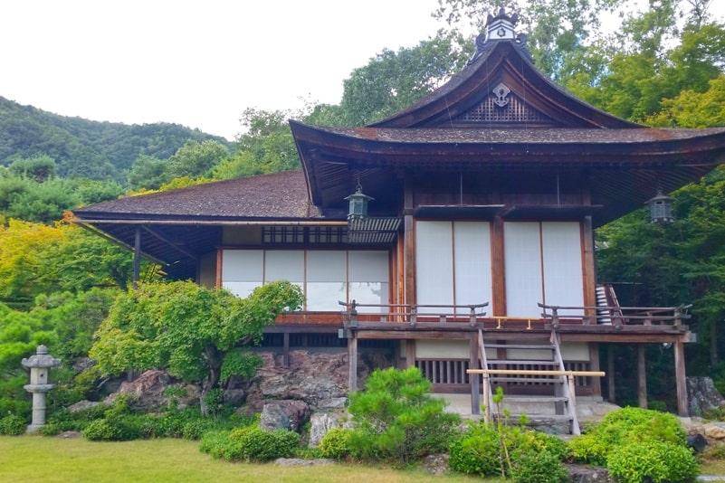 Okochi sanso villa gardens walking nature trail architecture through Japanese gardens in Kyoto. One day in Arashiyama Sagano. Backpacking Kyoto Japan