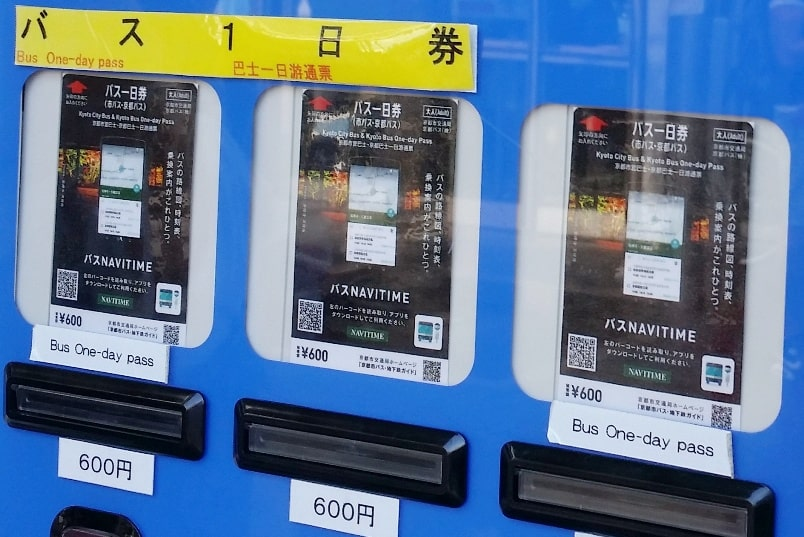 One day in Kyoto with bus pass: How to buy one day bus pass at Kyoto station - bus ticket machine. Backpacking Kyoto Japan