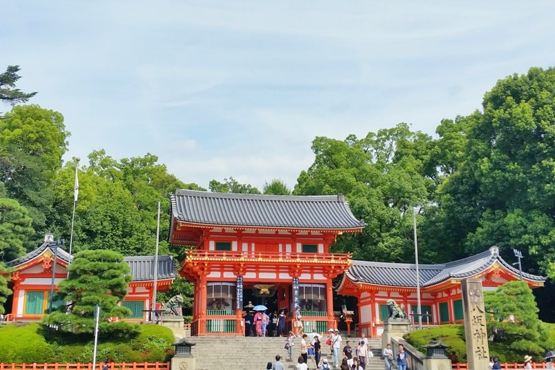 One day in Kyoto itinerary: Yasaka Shrine in Gion. Best places to visit in Kyoto in one day Kyoto bus pass. Backpacking Kyoto Japan travel guide with DIY self-guided tour