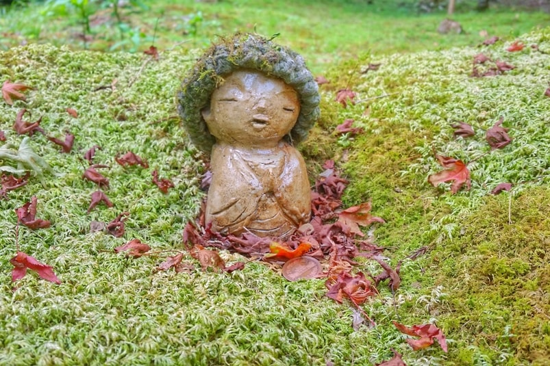 Sanzen-in Temple, Ohara, Kyoto. statue in moss at Sanzenin Temple. Backpacking Kyoto Japan