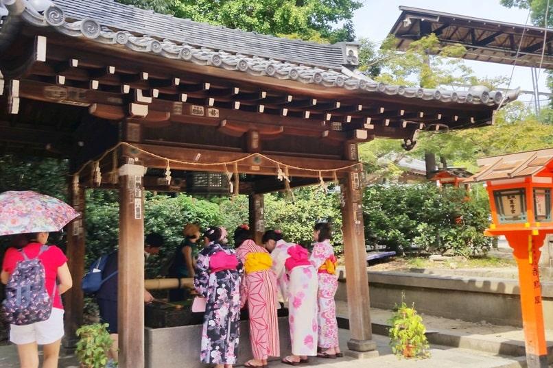 Yasaka Shrine, Kyoto. Kimono rental in Gion. Backpacking Kyoto Japan travel tips