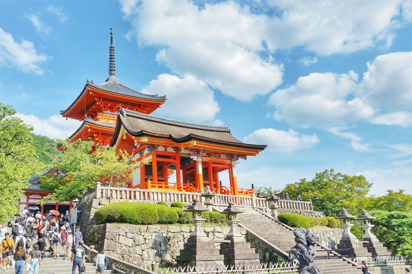 2 days in Kyoto itinerary. Best places to visit in one day, 24 hours - kiyomizu-dera temple, unesco world heritage site. Backpacking Kyoto Japan travel blog