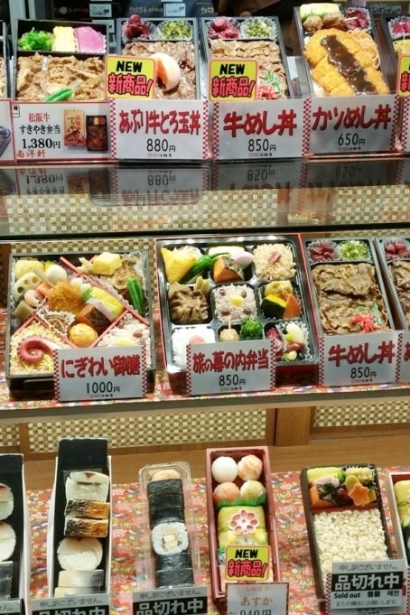 Cost of food in Japan - ekiben. price of food at train stations. Foodie travel backpacking Japan.