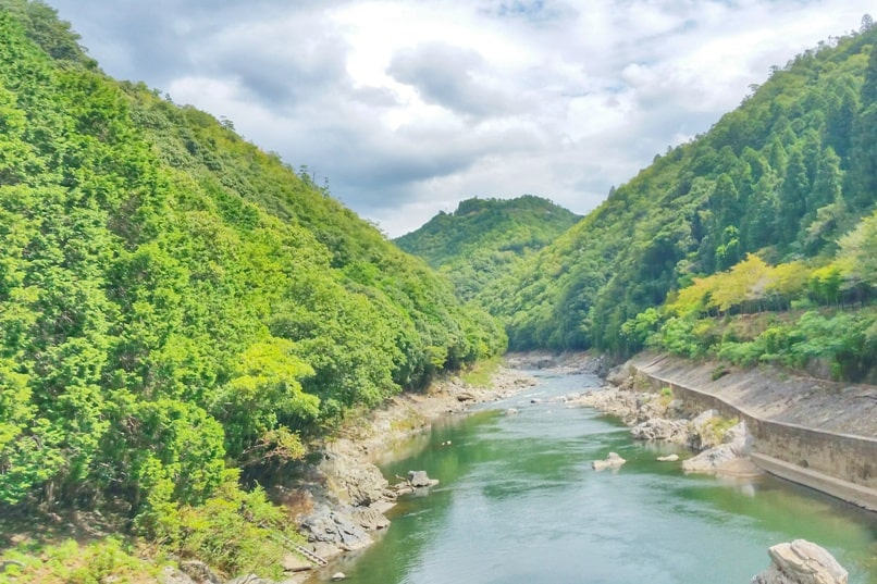 Hozugawa river rafting tour in Arashiyama Kyoto. Backpacking Kyoto Japan