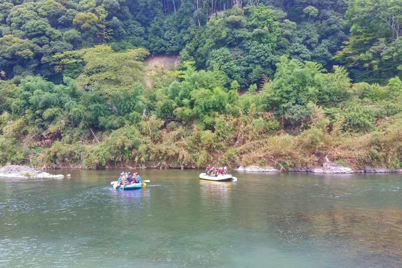 Hozugawa river rafting tour in Arashiyama Kyoto - first time practice rafting at river. Backpacking Kyoto Japan
