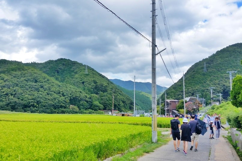 Hozugawa river rafting tour in Arashiyama Kyoto - walking from umahori jr train station to kameoke torokko station (sagano scenic railway). Backpacking Kyoto Japan
