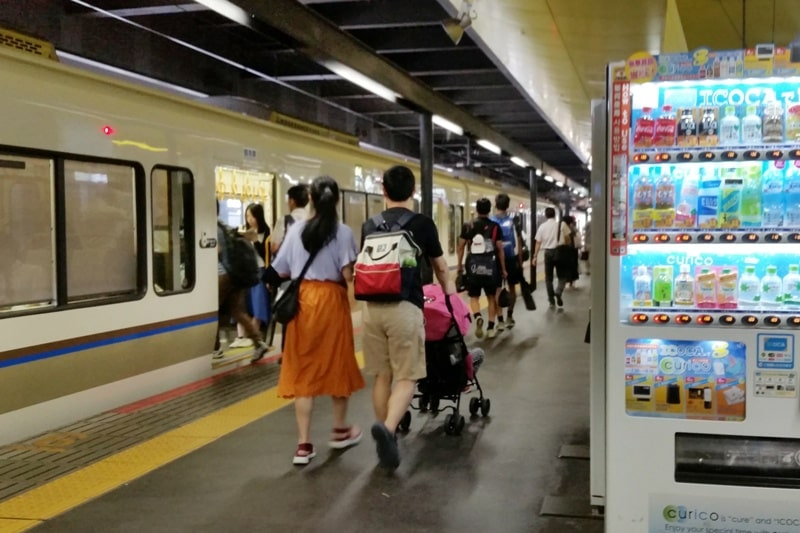 ICOCA card in Kyoto, Osaka, and Tokyo. Use icoca card for vending machines at train station. Backpacking Japan