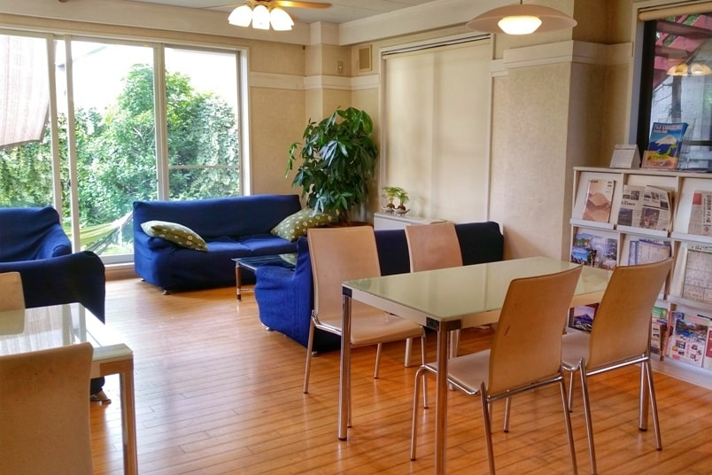 K's house hostels in Japan with common area with wifi. Backpacking Japan on a budget for solo travelers and backpackers, cheap accommodation.
