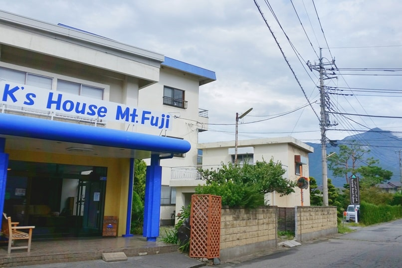 K's house Mt Fuji hostel in Kawaguchiko. Hostel in Fuji five lakes area with mt fuji views. Backpacking Japan on a budget for solo travelers and backpackers, cheap accommodation.