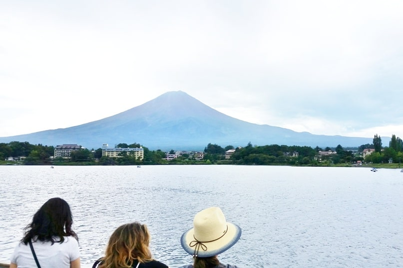 K's house Mt Fuji hostel in Kawaguchiko. Best things to do in Fuji Five Lakes area near hostel - lake boat ride with mt fuji views. Backpacking Japan on a budget for solo travelers and backpackers, cheap accommodation.