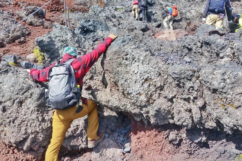 Mt fuji bullet climb - Day trip to Mt Fuji from Tokyo possible?! Mt fuji trail rocks. Hiking in Japan