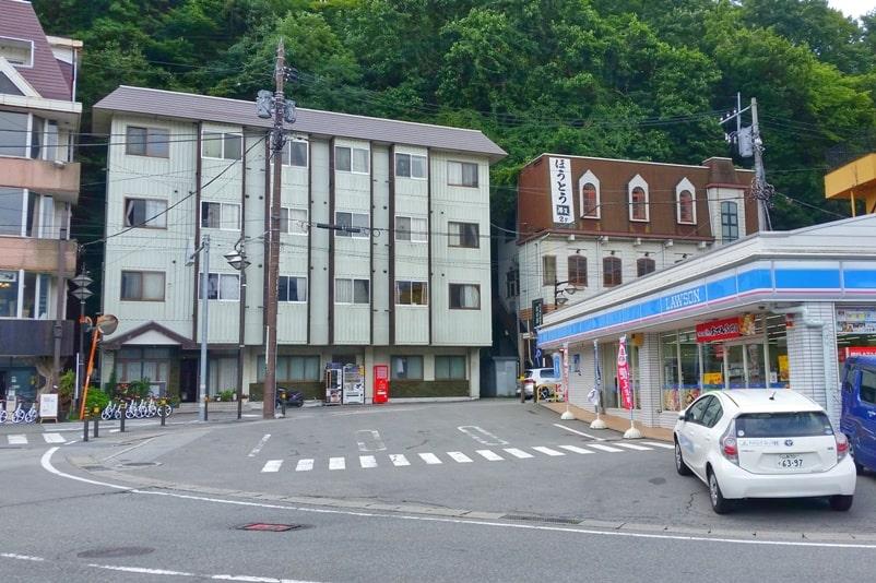 Mount Tenjo hike. How to get to hiking trail. Kawaguchiko, Fuji Five Lakes. Best hiking trails in Japan. Backpacking Japan